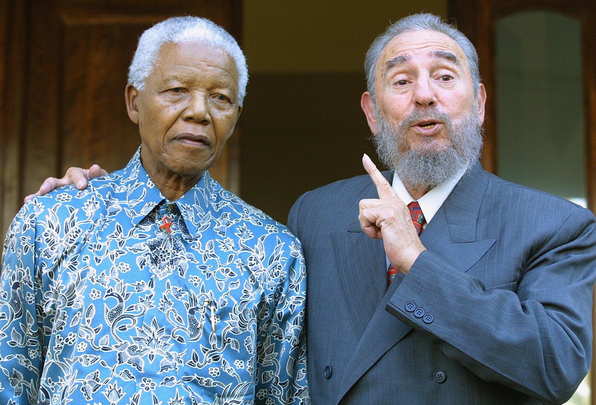 Fidel Castro junto a Nelson Mandela, 2 de septiembre de 2001