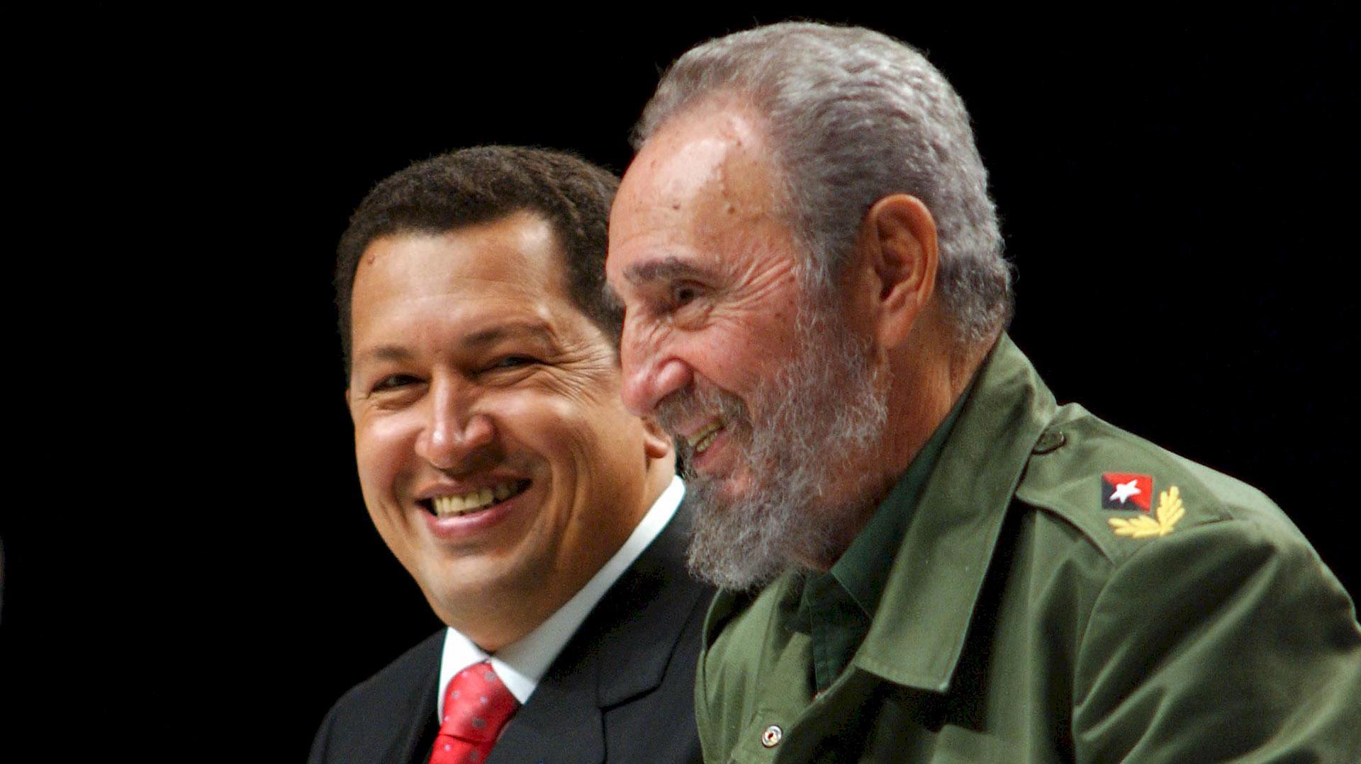 La estrecha relación entre Cuba y Venezuela comenzó con la llegada de Hugo Chávez al poder en 1999