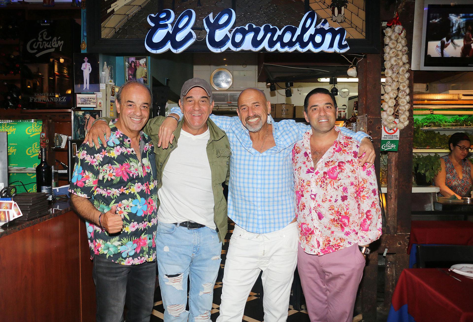 Miguel Ángel Rodríguez, Gustavo Sofovich y Mariano Iúdica junto a Guillermo Miguel, dueño de El Corralón