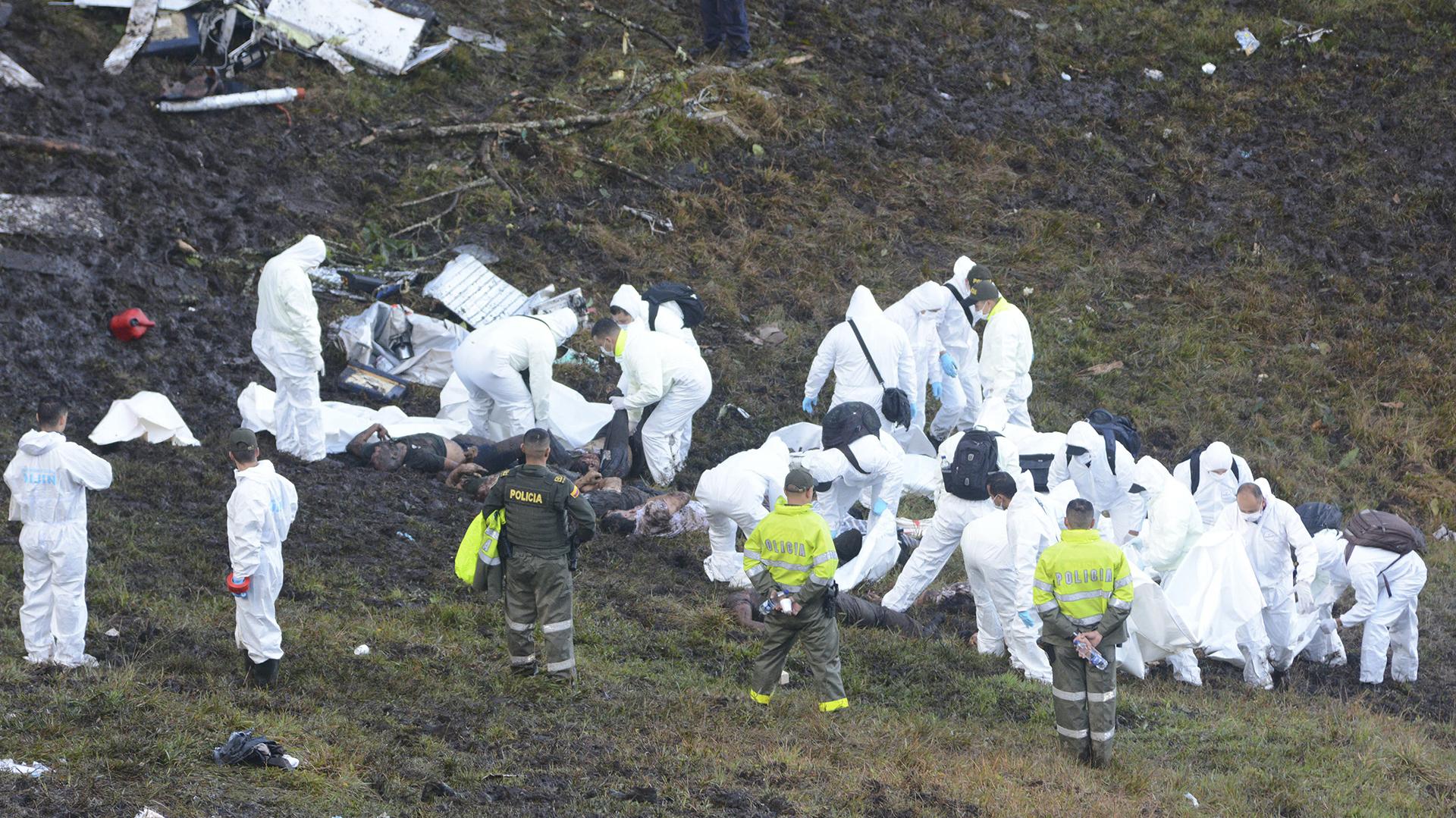 El avión de LAMIA impactó sobre el área montañosa de La Unión, en Medellín (AP / Luis Benavides)