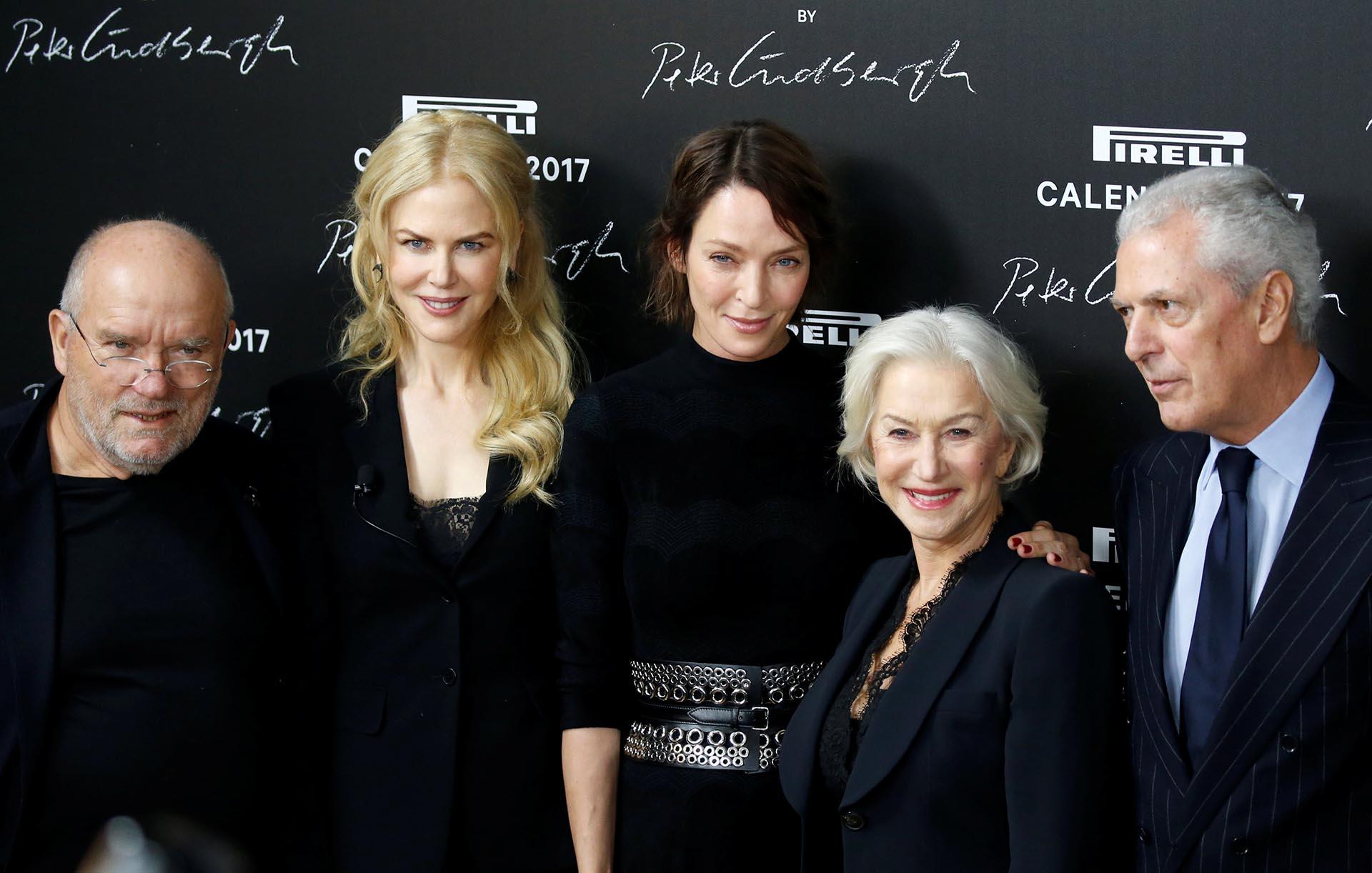 Peter Lindbergh junto a las actrices Nicole Kidman, Uma Thurman y Helen Mirren, y el CEO de Pirelli Group, Marco Tronchetti Provera, en la entrada a la gran cena de gala /// Fotos: Reuters / Pirelli