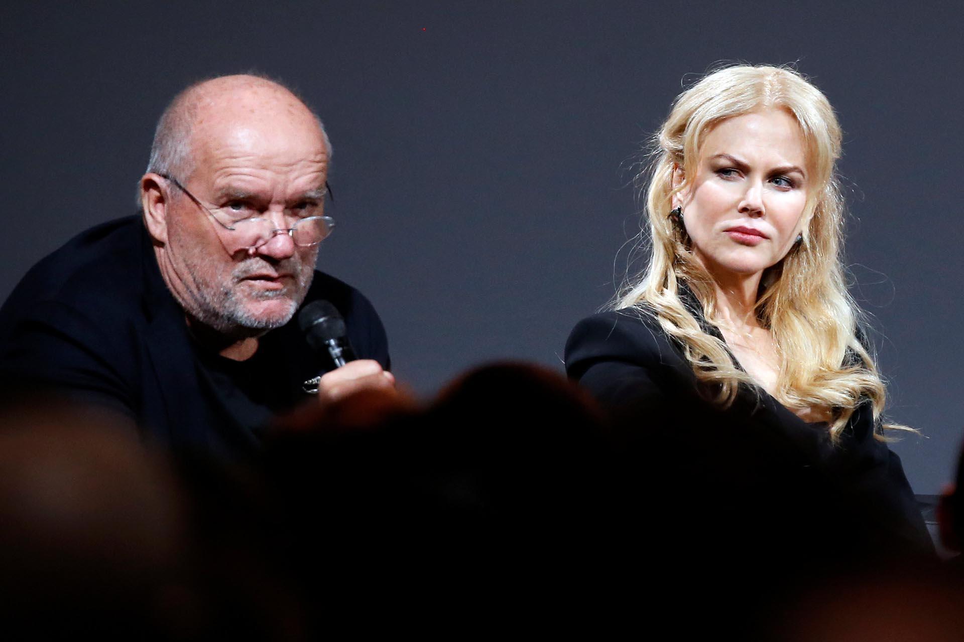 Nicole Kidman y Peter Lindbergh, el reconocido fotógrafo que este año estuvo a cargo del calendario Pirelli, durante una conferencia de prensa