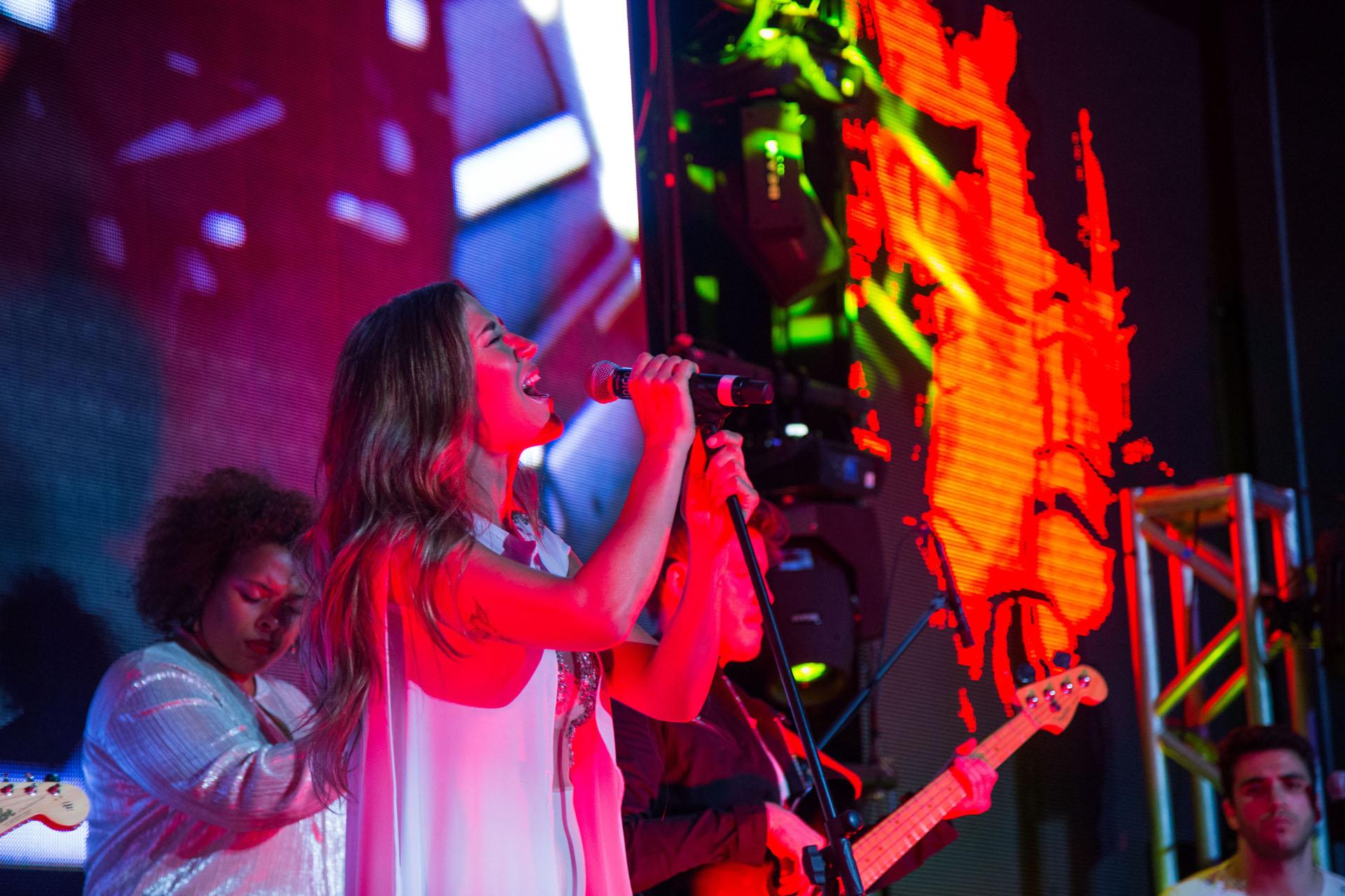 Jimena Barón cantó en el lanzamiento de temporada 2017 de Enjoy Conrad