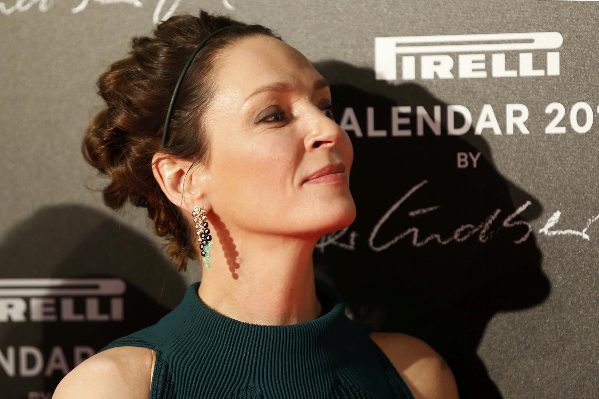 Con un look renovado y el cabello más oscuro, Uma Thurman también acaparó todos los flashes a su llegada a la gran cena de gala