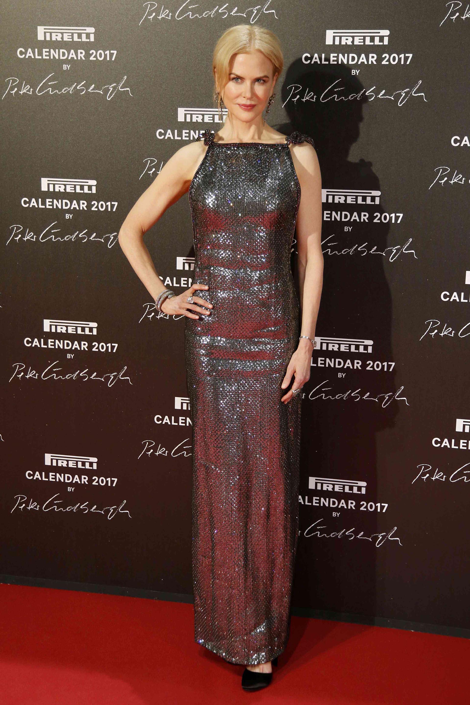 Increíblemente hermosa y de muy buen humor, así arribó Nicole Kidman a la red carpet del calendario Pirelli 2017, luciendo un bellísimo diseño de la nueva colección de Armani Privé