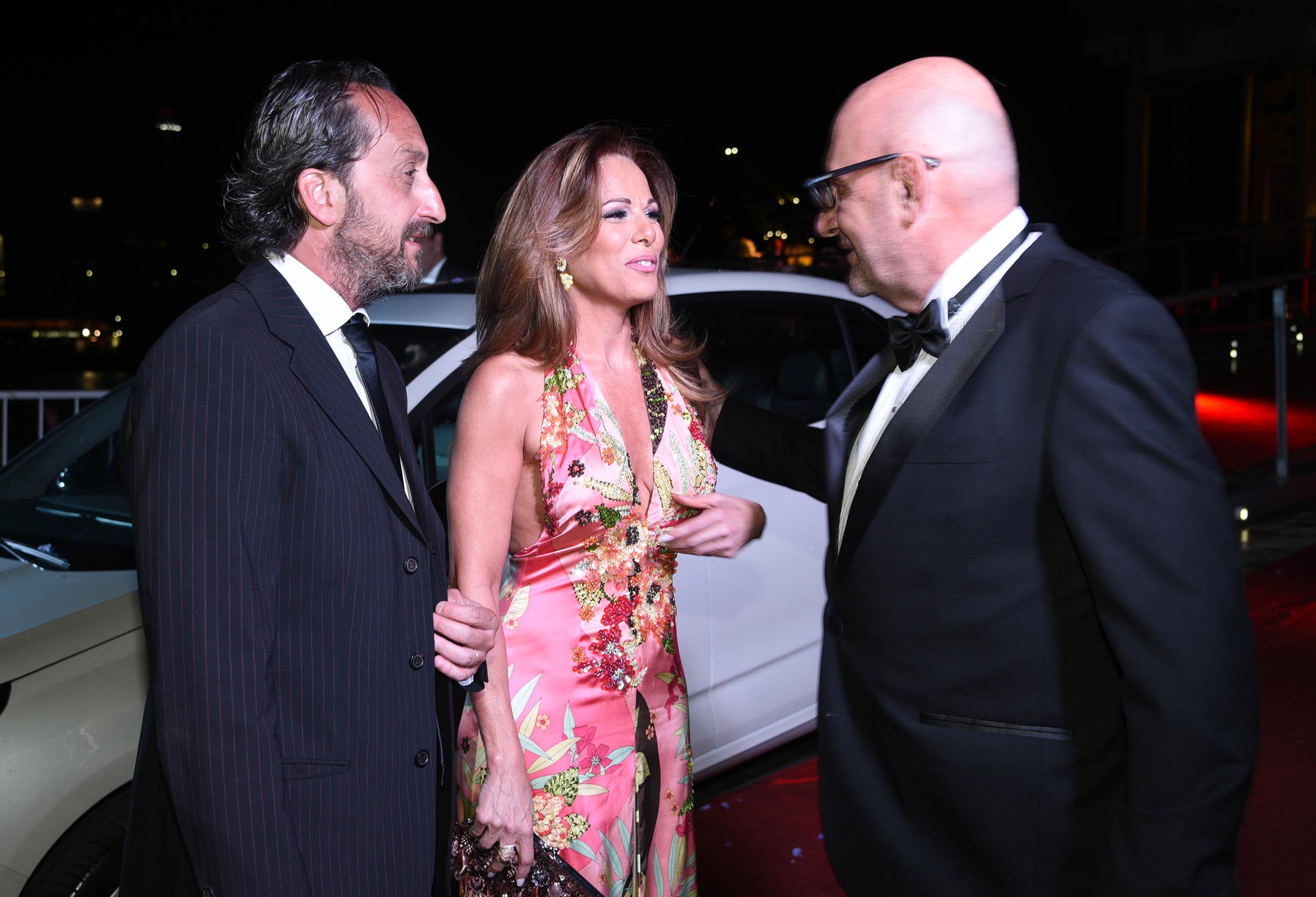 Iliana Calabró junto a su pareja Antonello Grandolfo charlan con el Puma Goity