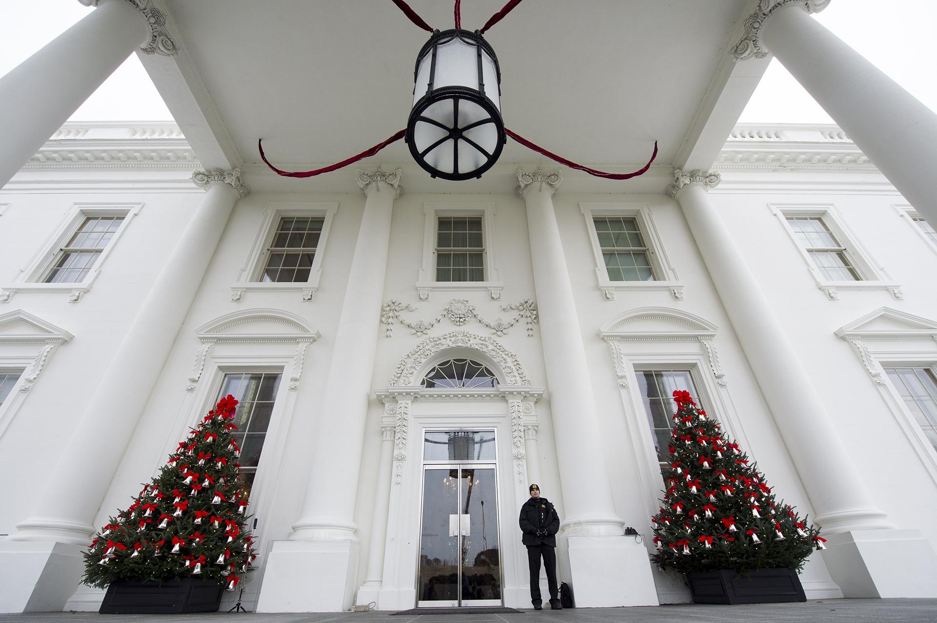 Detalles navideños en el pórtico Norte de la Casa Blanca