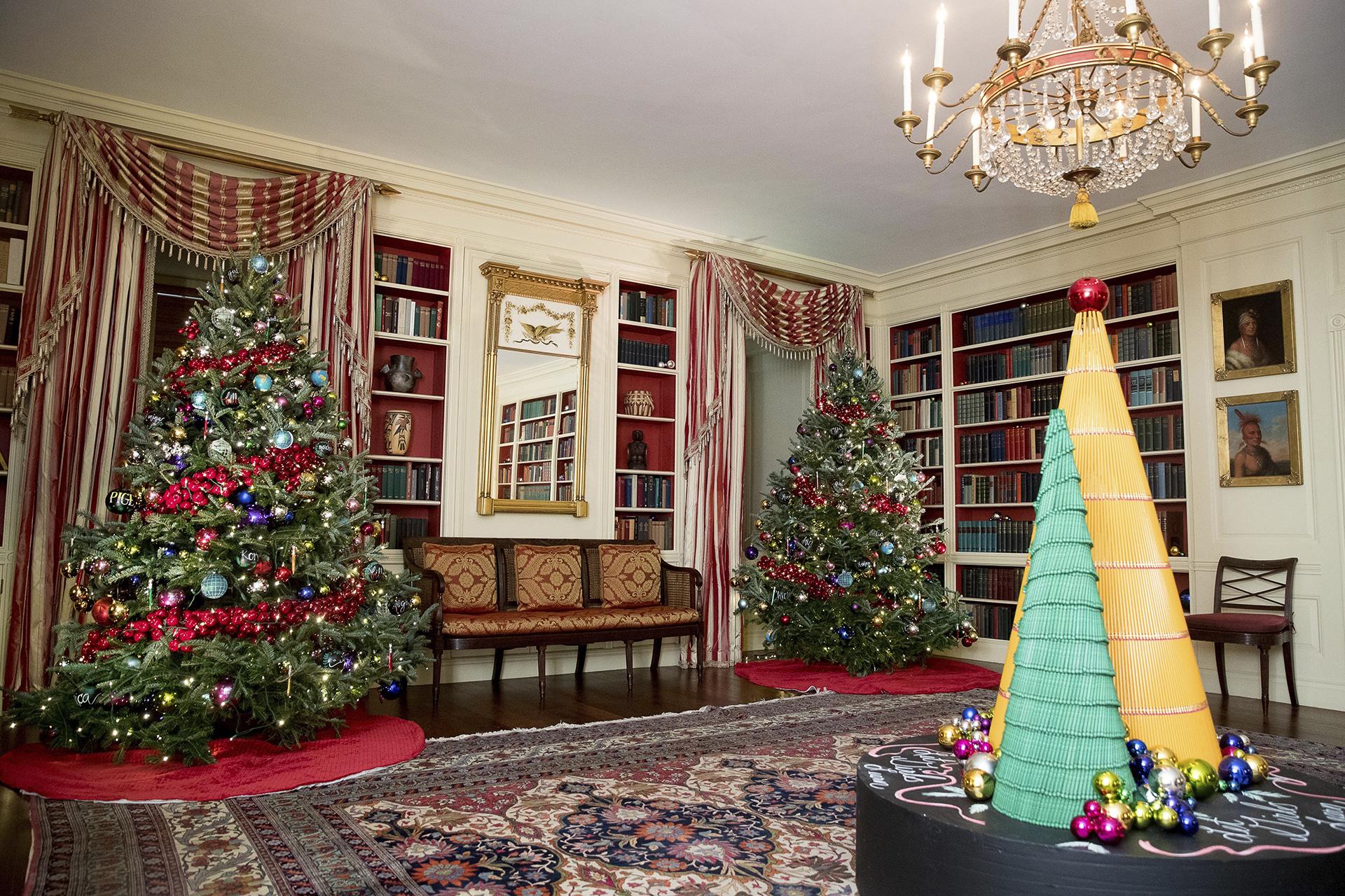 Decoraciones en la biblioteca de la Casa Blanca