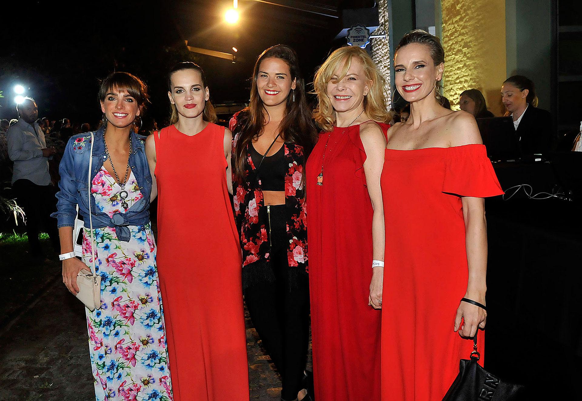 Gabriela Sari, Sabrina Garciarena, Mica Vázquez, Cecilia Roth, Julieta Cardinali