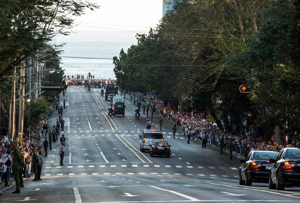 La gente salió a las calles a despedir a Fidel Castro