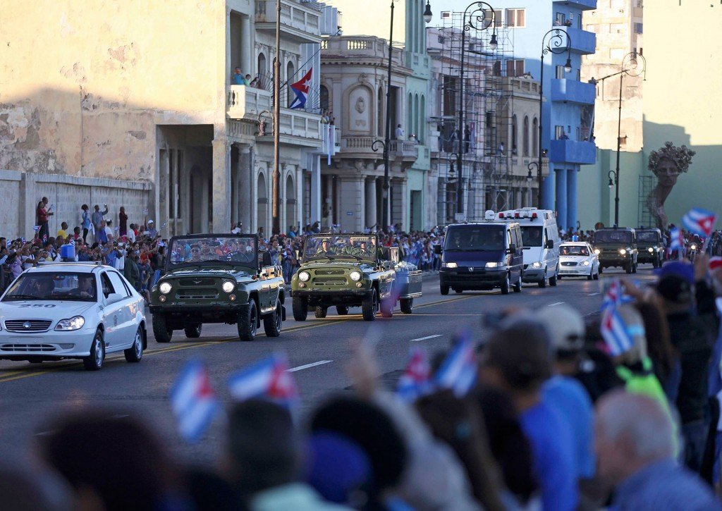 """En tanto, el presidente boliviano, Evo Morales, reconoció que """"extrañará"""" al líder cubano, pero añadió que """"no ha muerto"""" y que está """"más vivo que nunca, más necesario que nunca"""""""