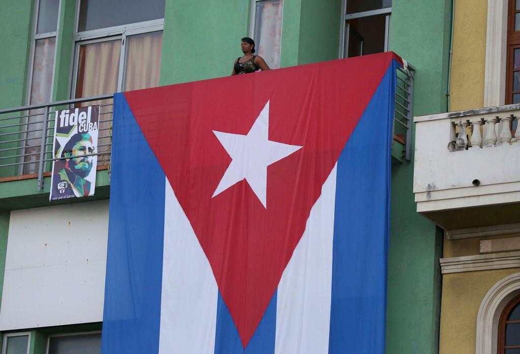 Ese monumento lo mandó construir el propio Fidel Castro en 1997, cuando se hallaron en Bolivia los restos de su amigo argentino, fallecido 30 años antes