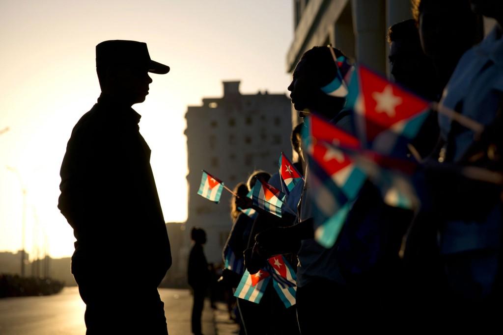 """Tras salir de La Habana, el cortejo parará en varios pueblos hasta llegar a Santa Clara, donde pasará la noche, precisamente en la ciudad que alberga el mausoleo de Ernesto """"Che"""" Guevara"""