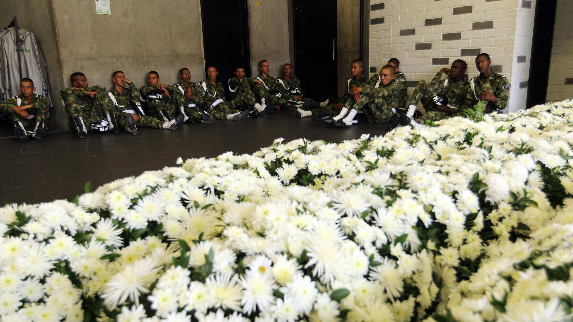 Los oficiales que estarán en el homenaje descansan