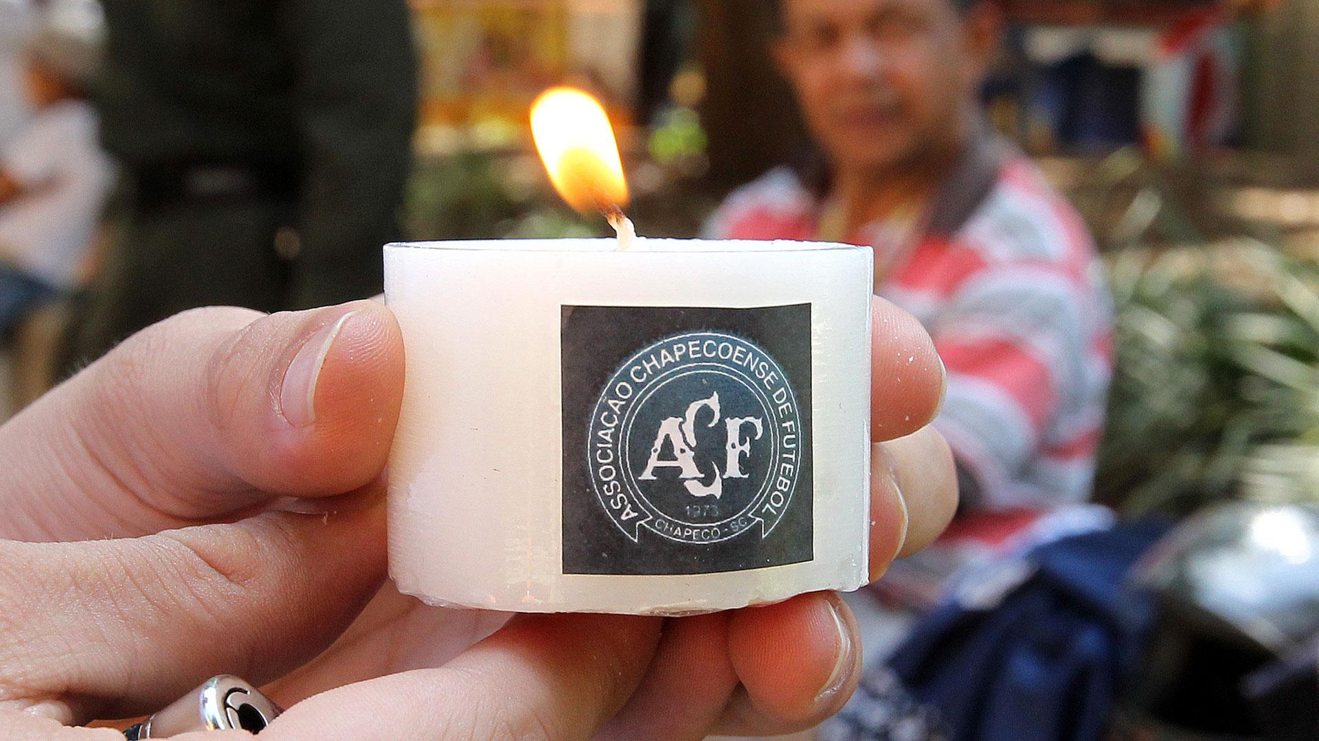 Las velas que recuerdan a las víctimas del Chapecoense