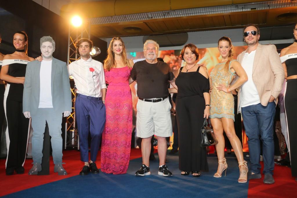 El elenco de La familia Abril, con dirección de Marcelo Cosentino