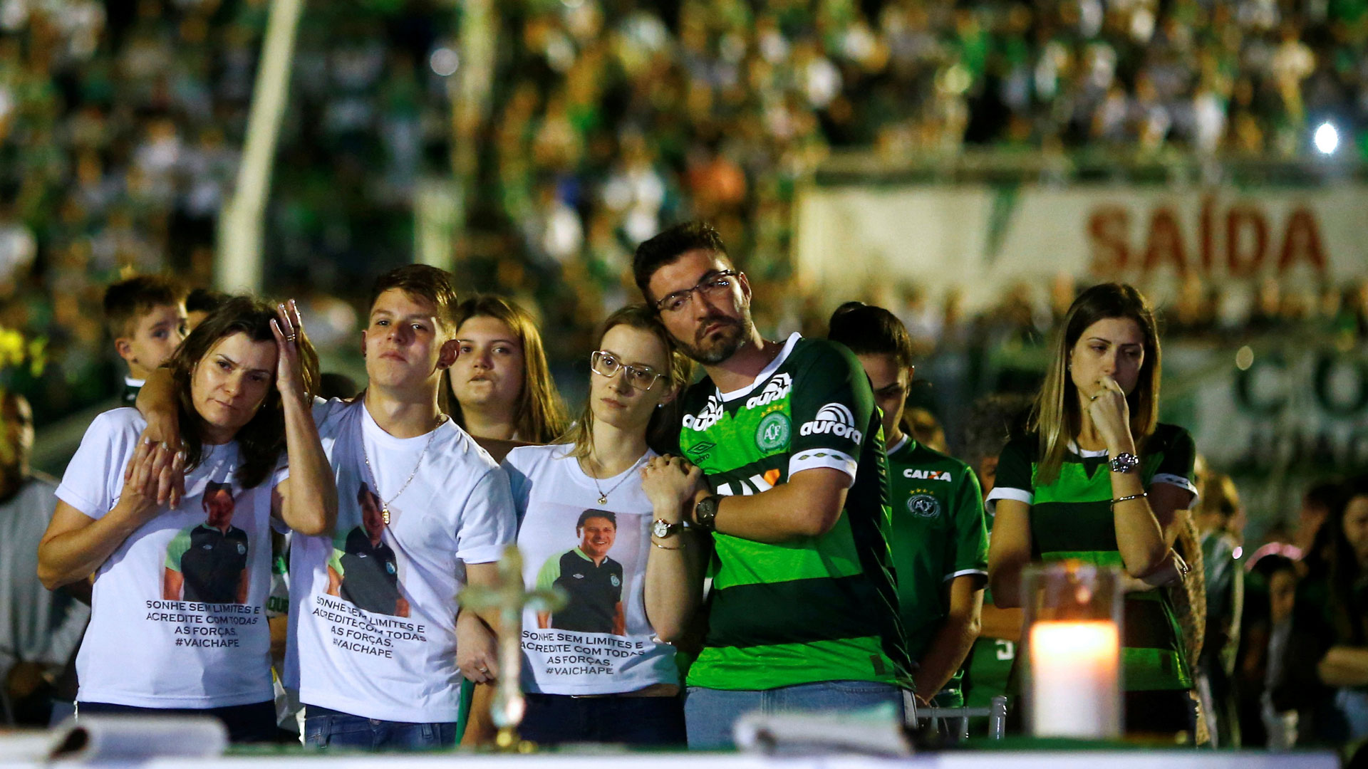 Familiares de las víctimas en el homenaje realizado en Brasil (Reuters)