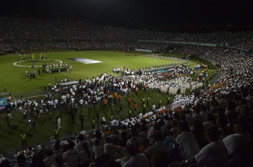 El evento en Colombia se realizó con la presencia de los fanáticos del Atlético Nacional y otros equipos (AP)