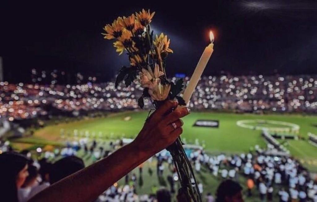 Se calcula que casi 20.000 personas acudieron al homenaje en Medellín