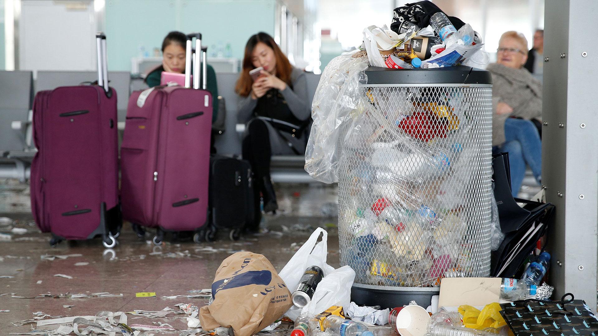 La huelga de los trabajadores de limpieza en el aeropuerto de Barcelona – El Prat llegó este jueves a su cuarto día