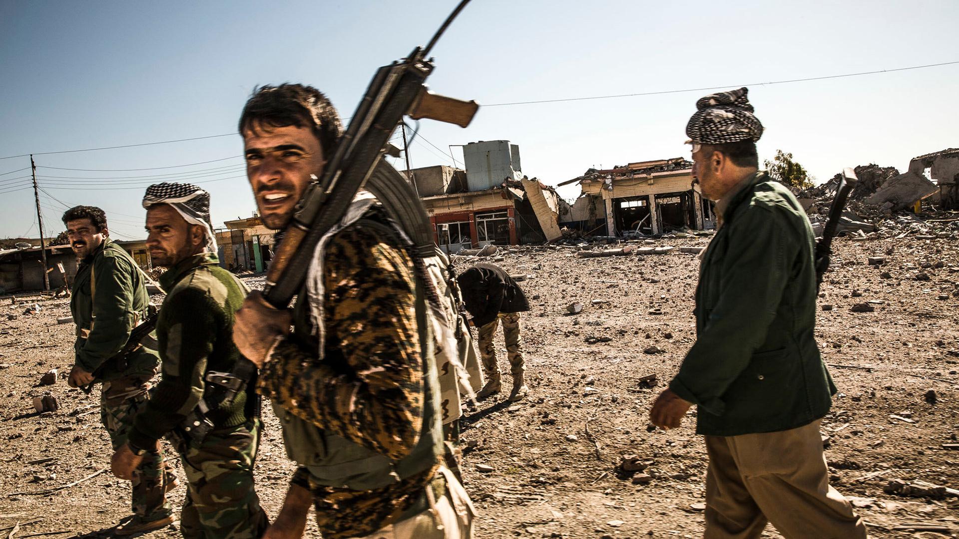 Los soldados kurdos lideran una coalición en la que también combaten árabes y que está apoyada por la coalición internacional que dirige Estados Unidos