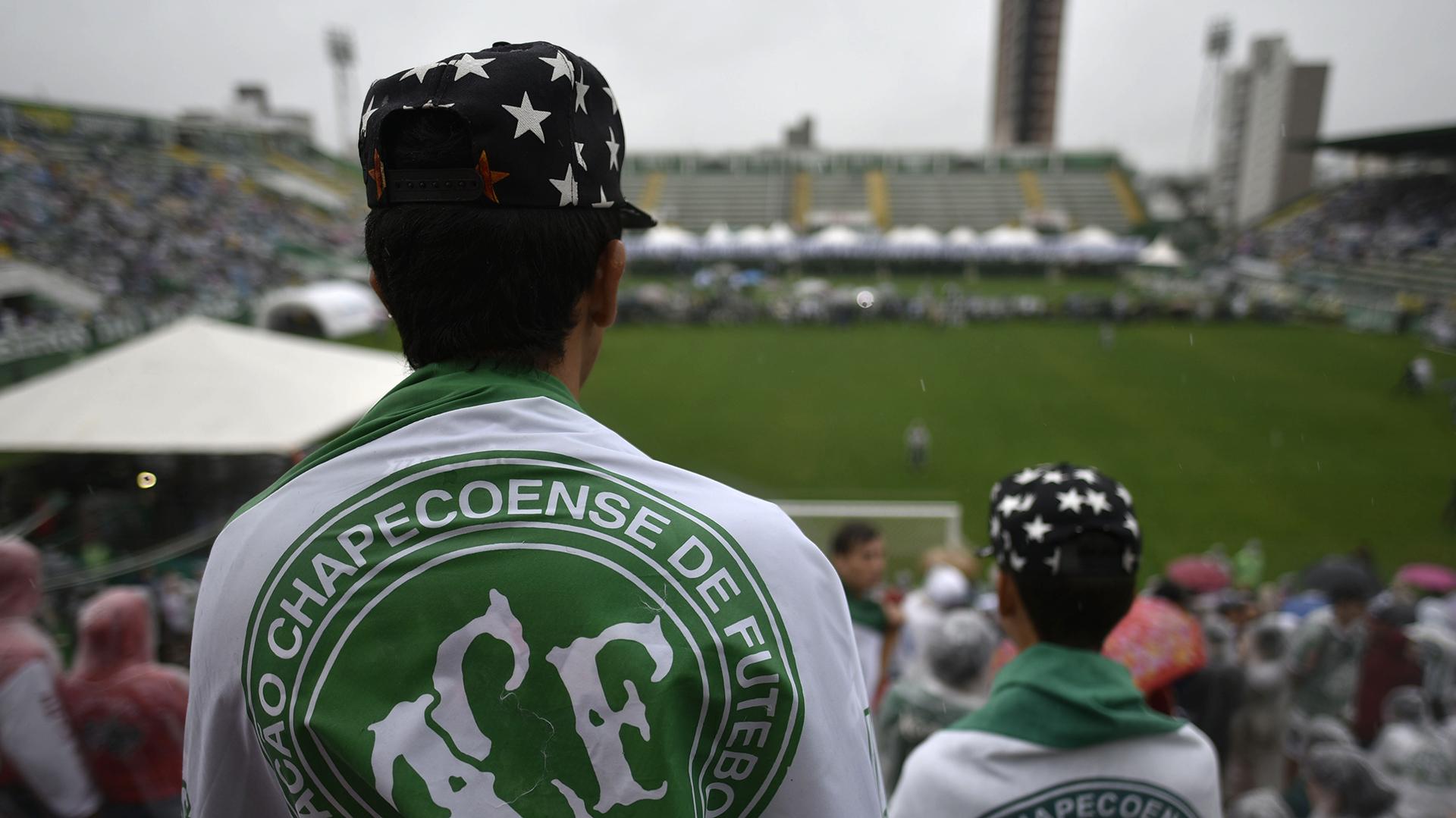 El homenaje a las víctimas en el estadio del Chapecoense el 3 de diciembre de 2016 (AFP)