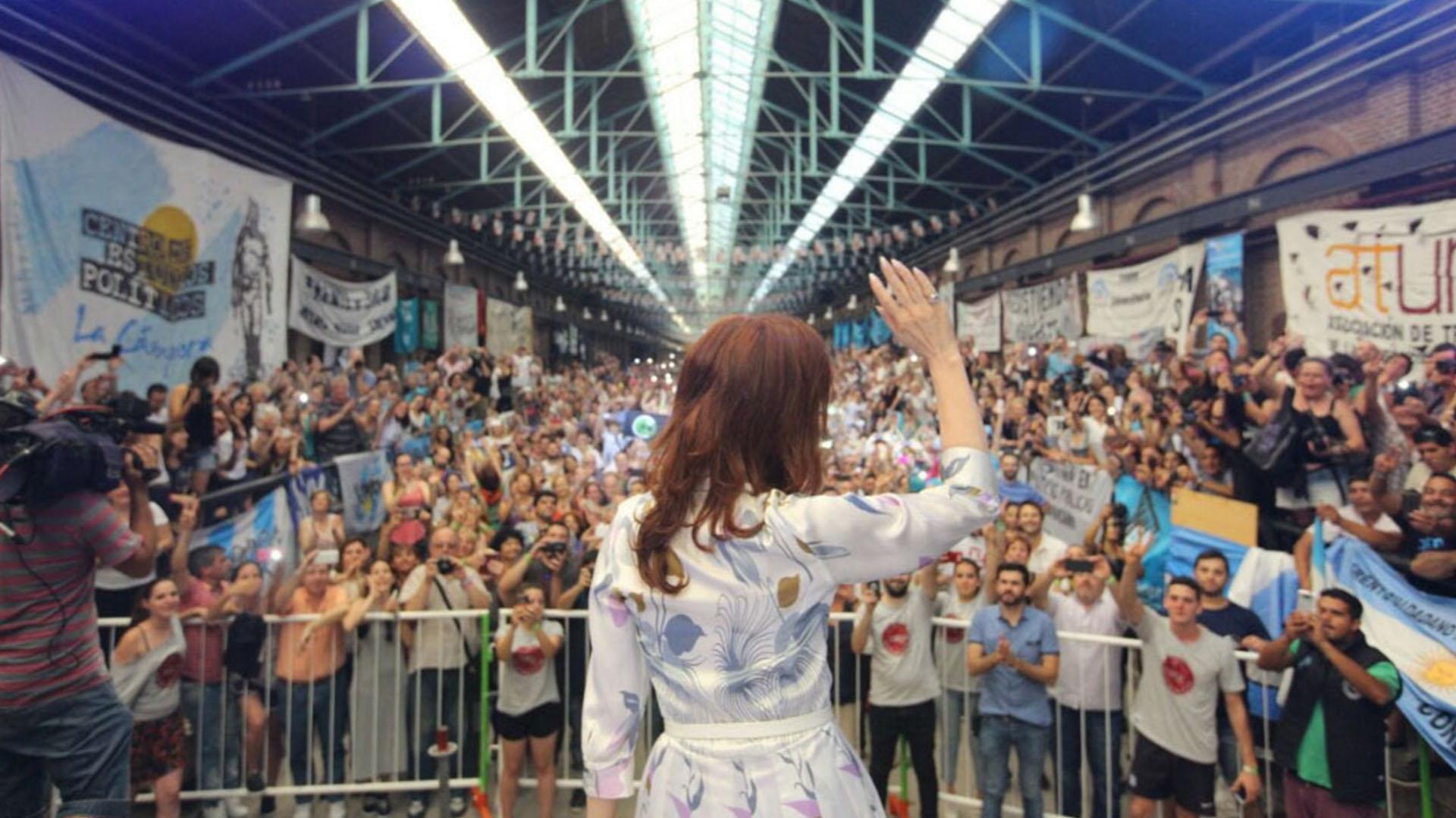Los intendentes y legisladores le piden a Cristina que sea candidata (@CFKArgentina)