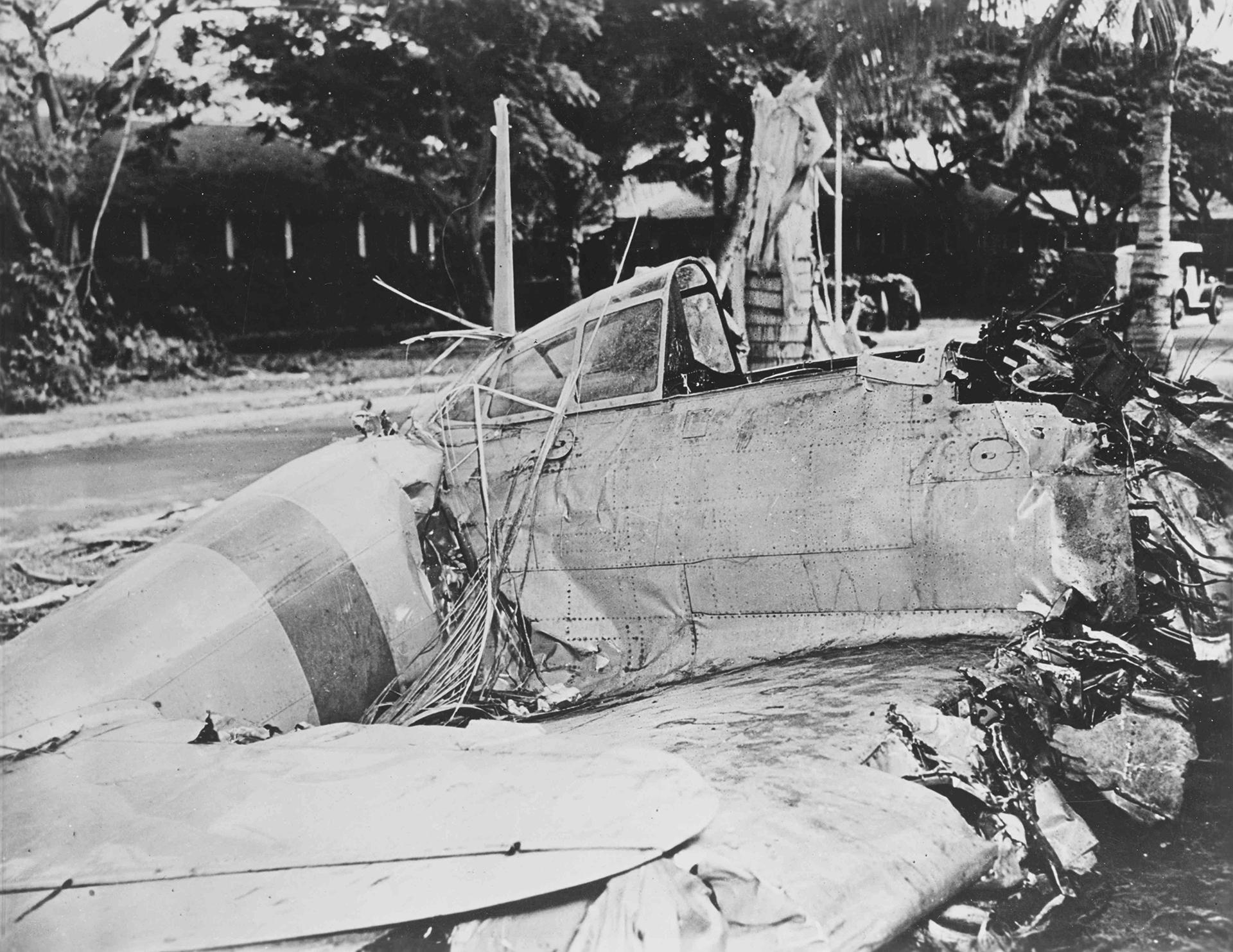 Un 00 japonés estrellado durante el ataque en Fort Kamehameha, cerca de Pearl Harbor