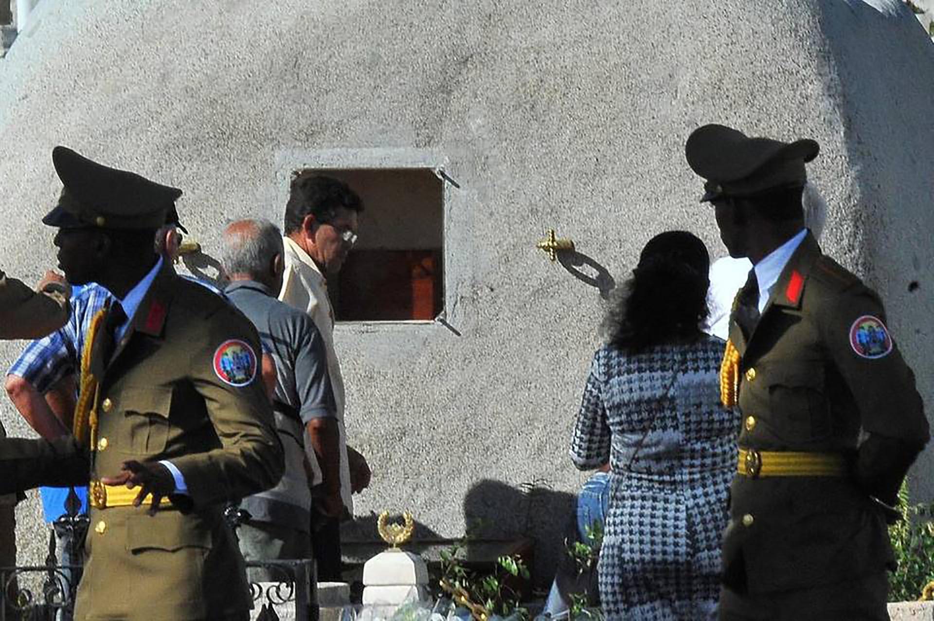 La urna con los restos de Fidel Castro (AFP)
