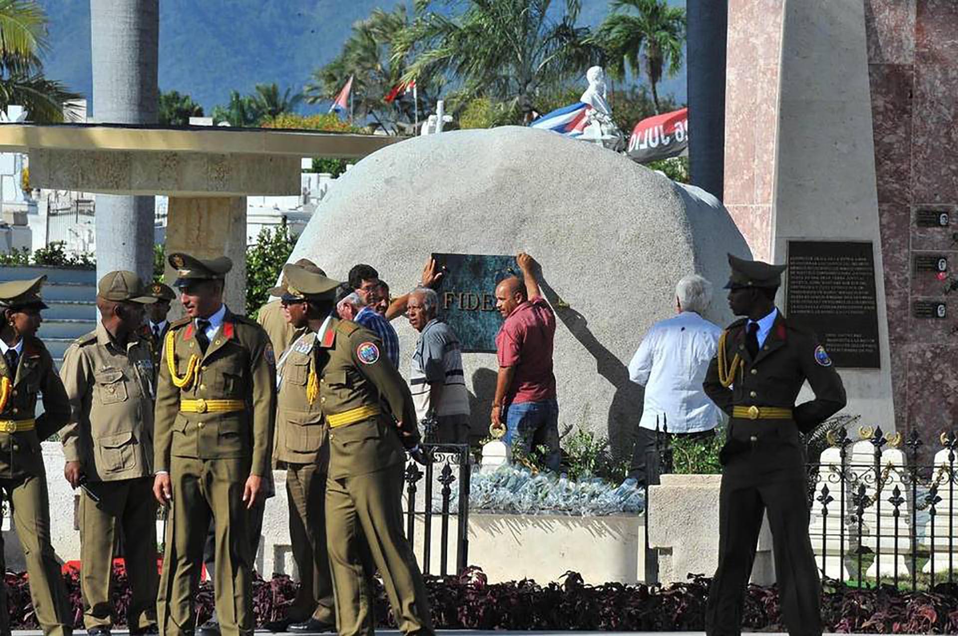 Los restos de Fidel descansarán cerca de los de José Martí (AFP)