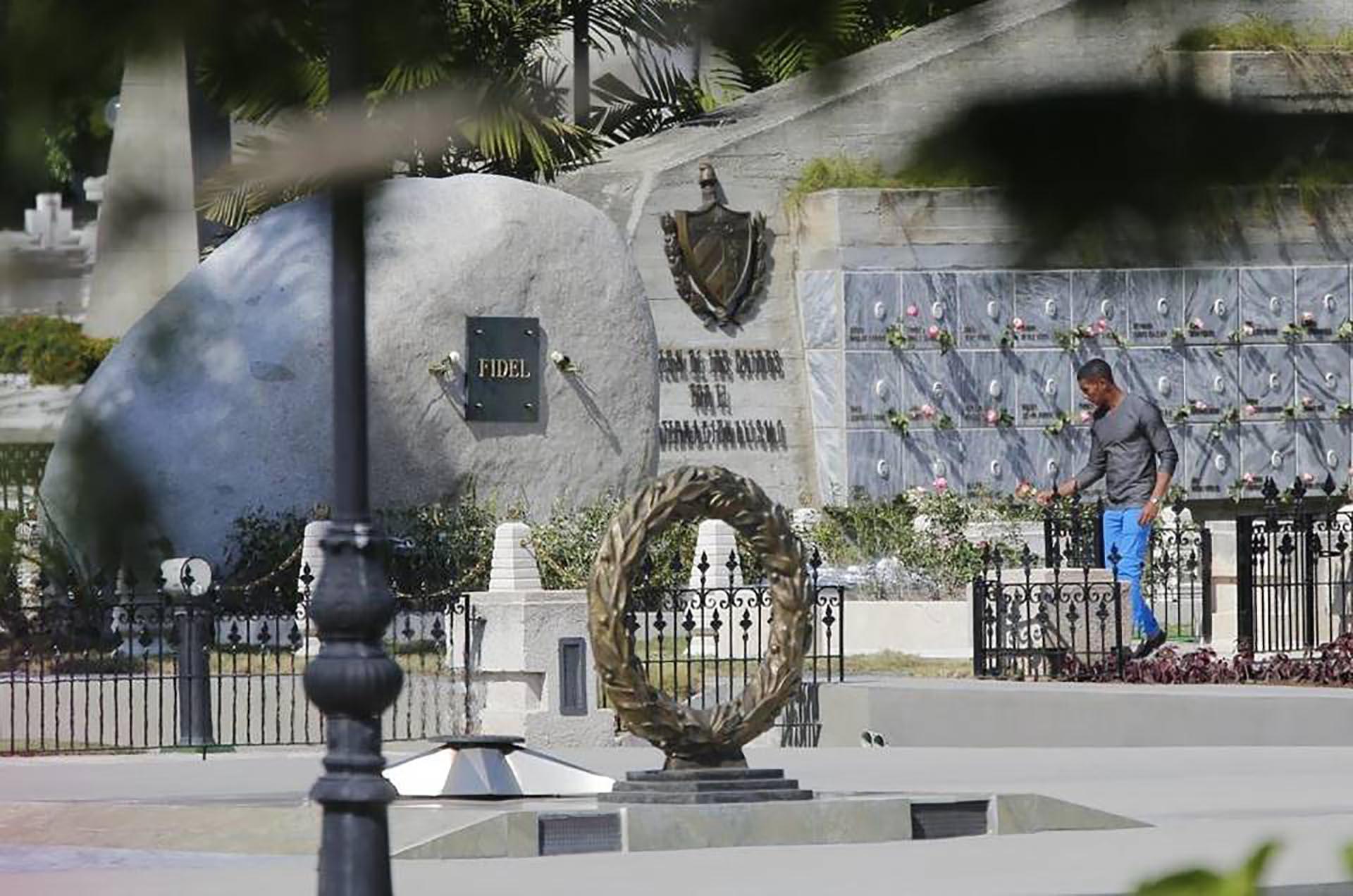 La ceremonia se realizó en el cementerio de Santa Ifigenia (miamiherald)