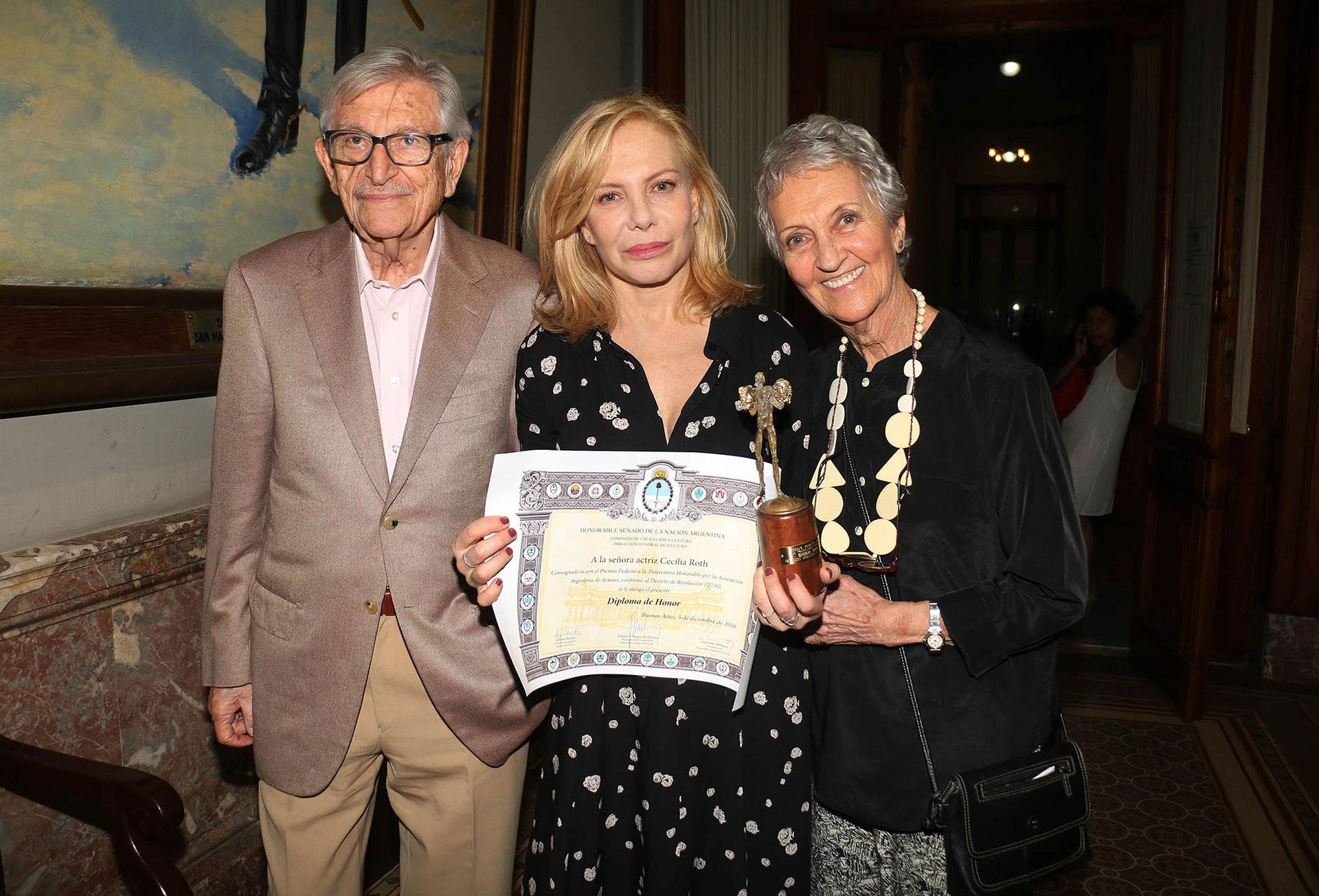 Cecilia Roth junto a sus padres