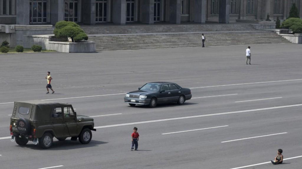 Debido a que los vehículos no son muy comunes, incluso en la capital, los niños no están acostumbrados a tener cuidado en las calles