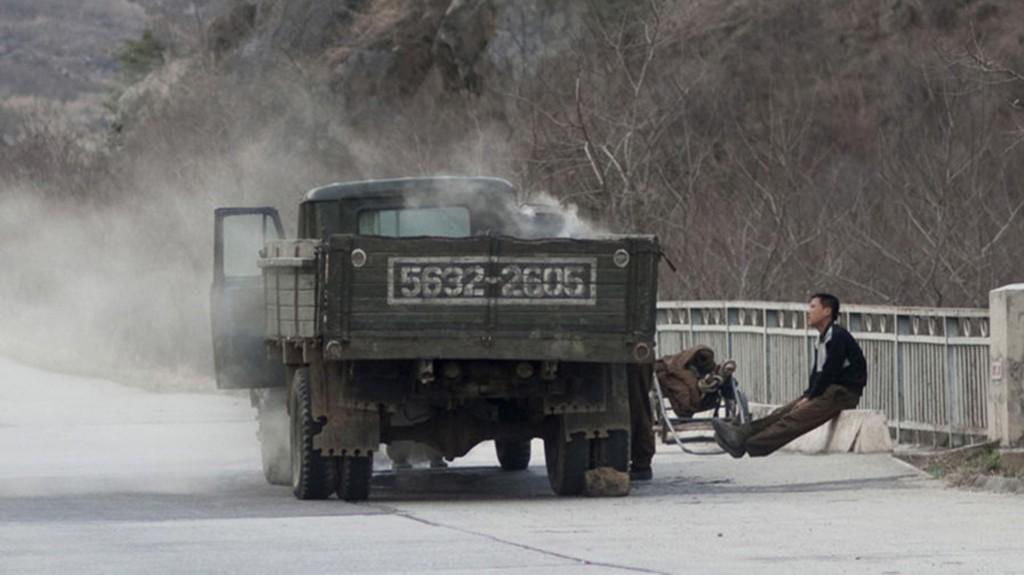 En las autopistas, es común cruzarse con camiones transportando carbón, debido a los problemas que tiene el país para conseguir petróleo
