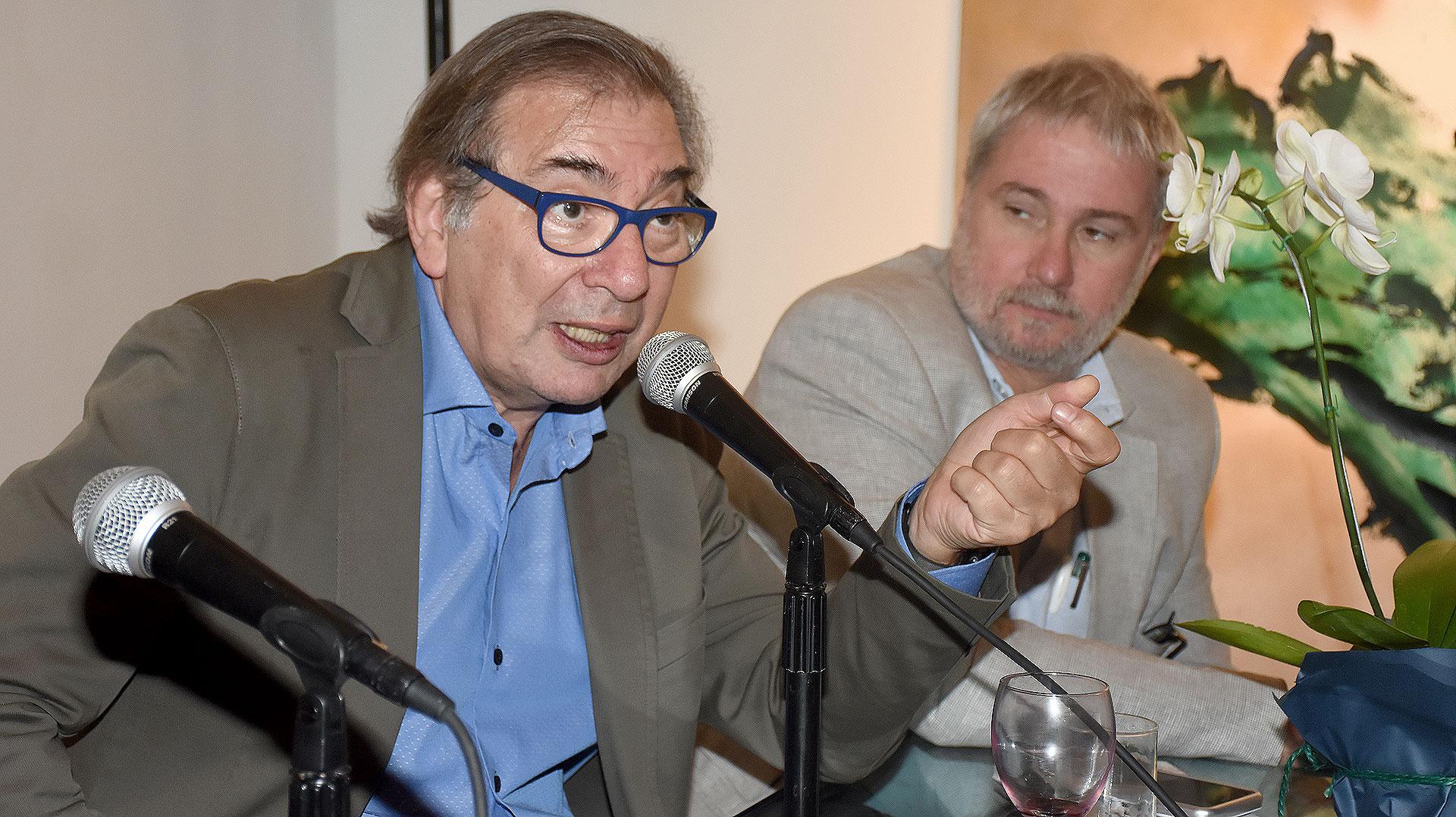 El periodista Gabriel Levinas durante la presentación de su nuevo libro, que se llevó a cabo en la Galería Vasari /// Fotos: Nicolás Stulberg