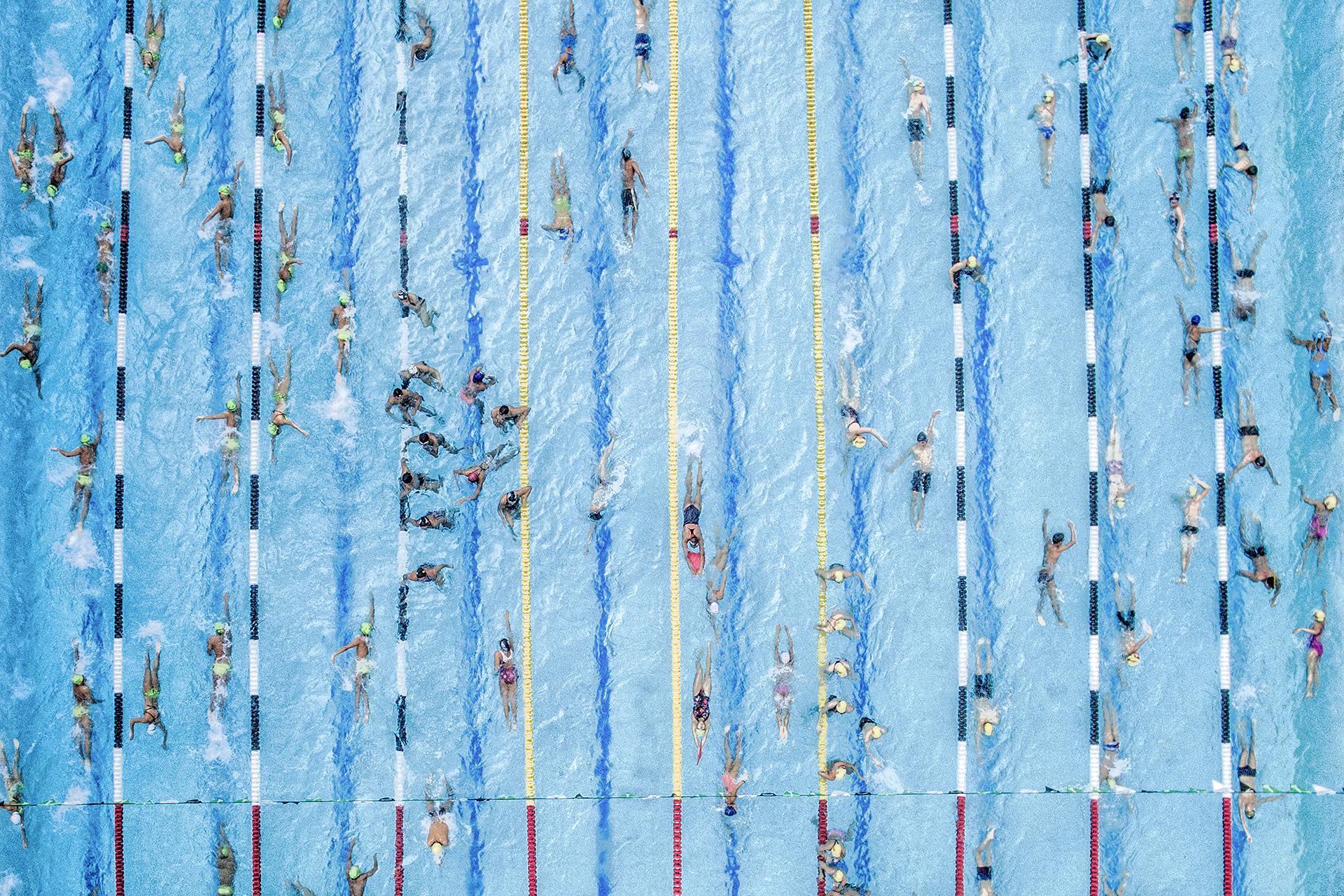 Esta imagen de una masiva competencia en una piscina de Colombia obtuvo el segundo puesto en Deportes (Juan Pablo Bayona)