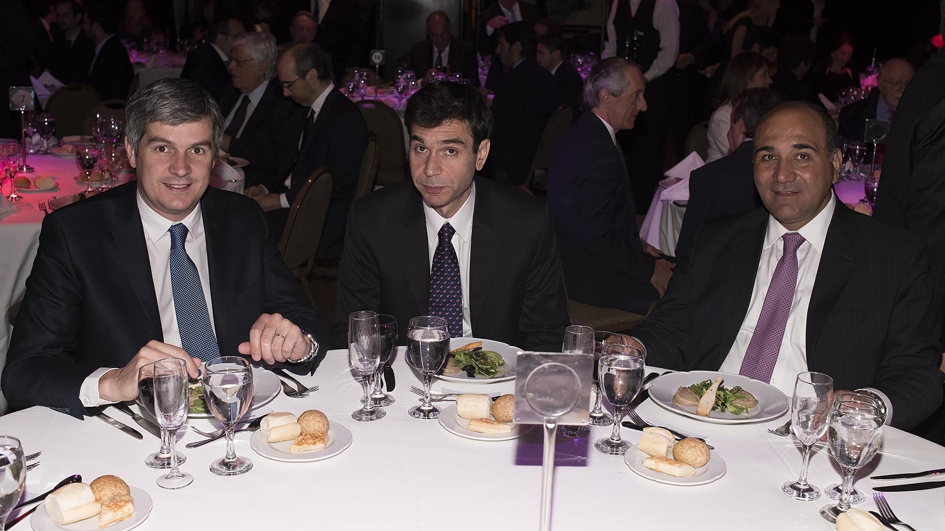 Marcos Peña, Daniel Dessein y Juan Manzur en la mesa principal