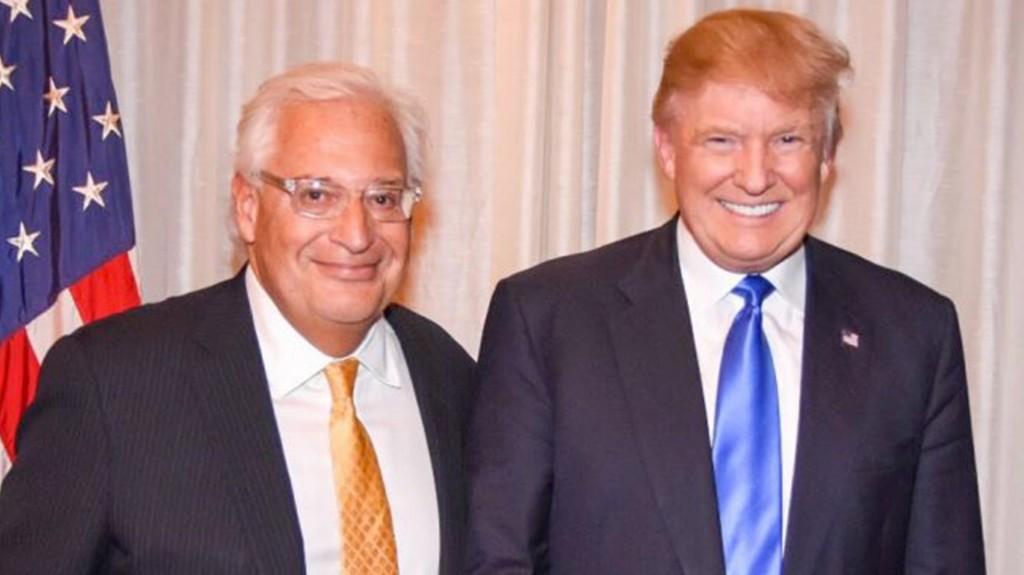 David Friedman junto a Donald Trump