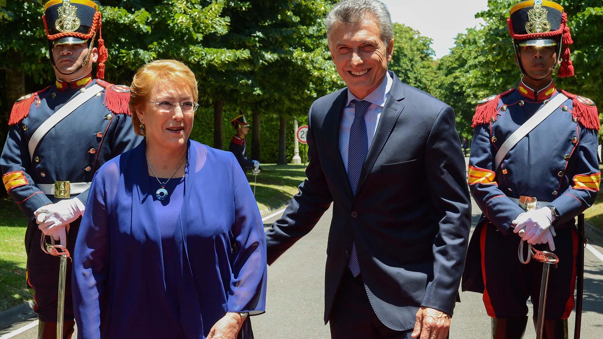 Macri viaja este martes a Chile para reunirse con Michelle Bachelet