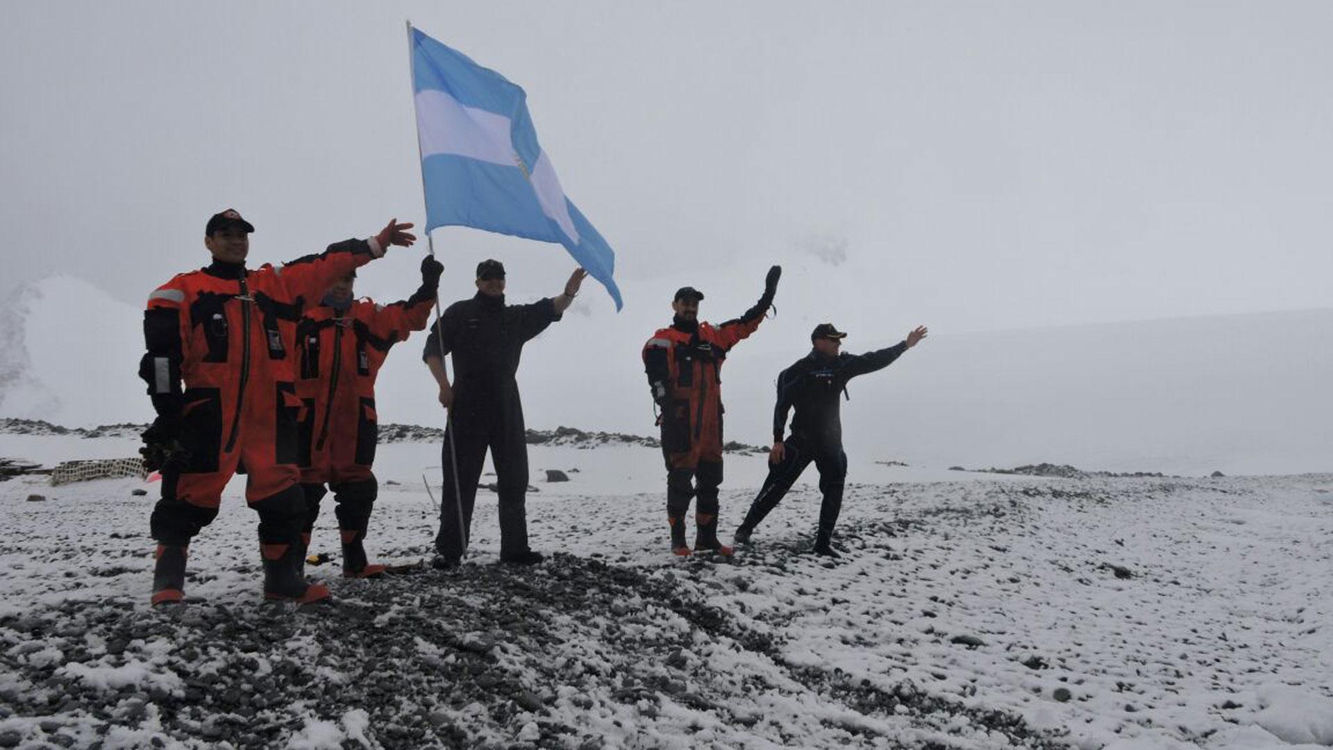 """El aviso ARA """"Puerto Argentino"""" ya está en la Antártida - Infobae"""