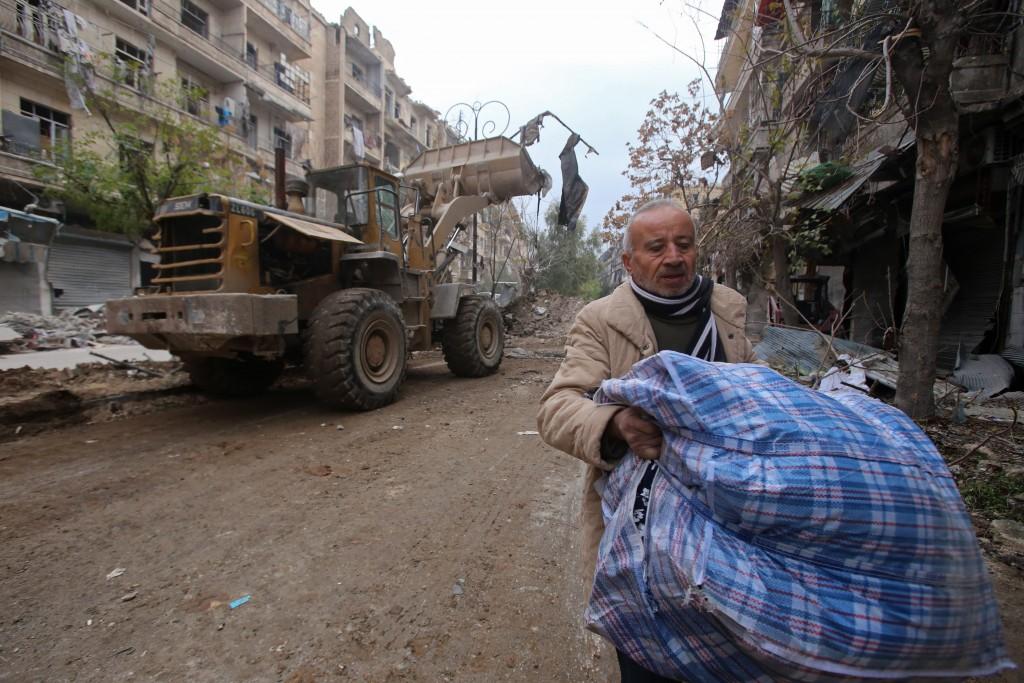 La evacuación de civiles de la zona controlada por rebeldes se detuvo el viernes (AFP9