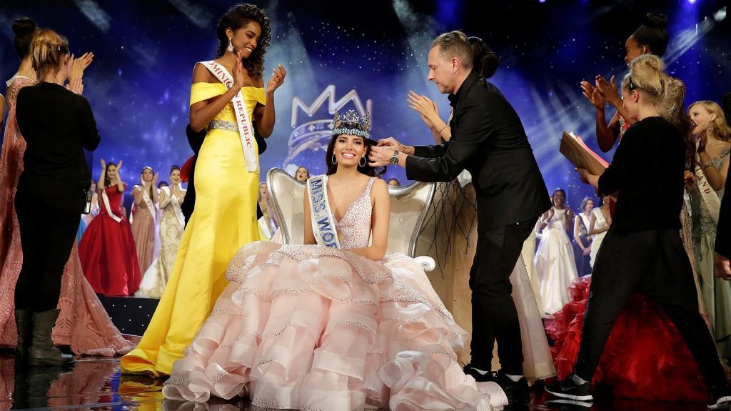 Del Valle fue coronada ante el aplauso de otra de las finalistas, Yaritza Miguelina Reyes Ramírez, de República Dominicana (Reuters)