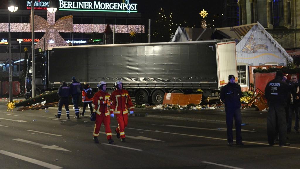 Un camión embistió un mercado navideño el domingo y mató a 12 personas (AFP)