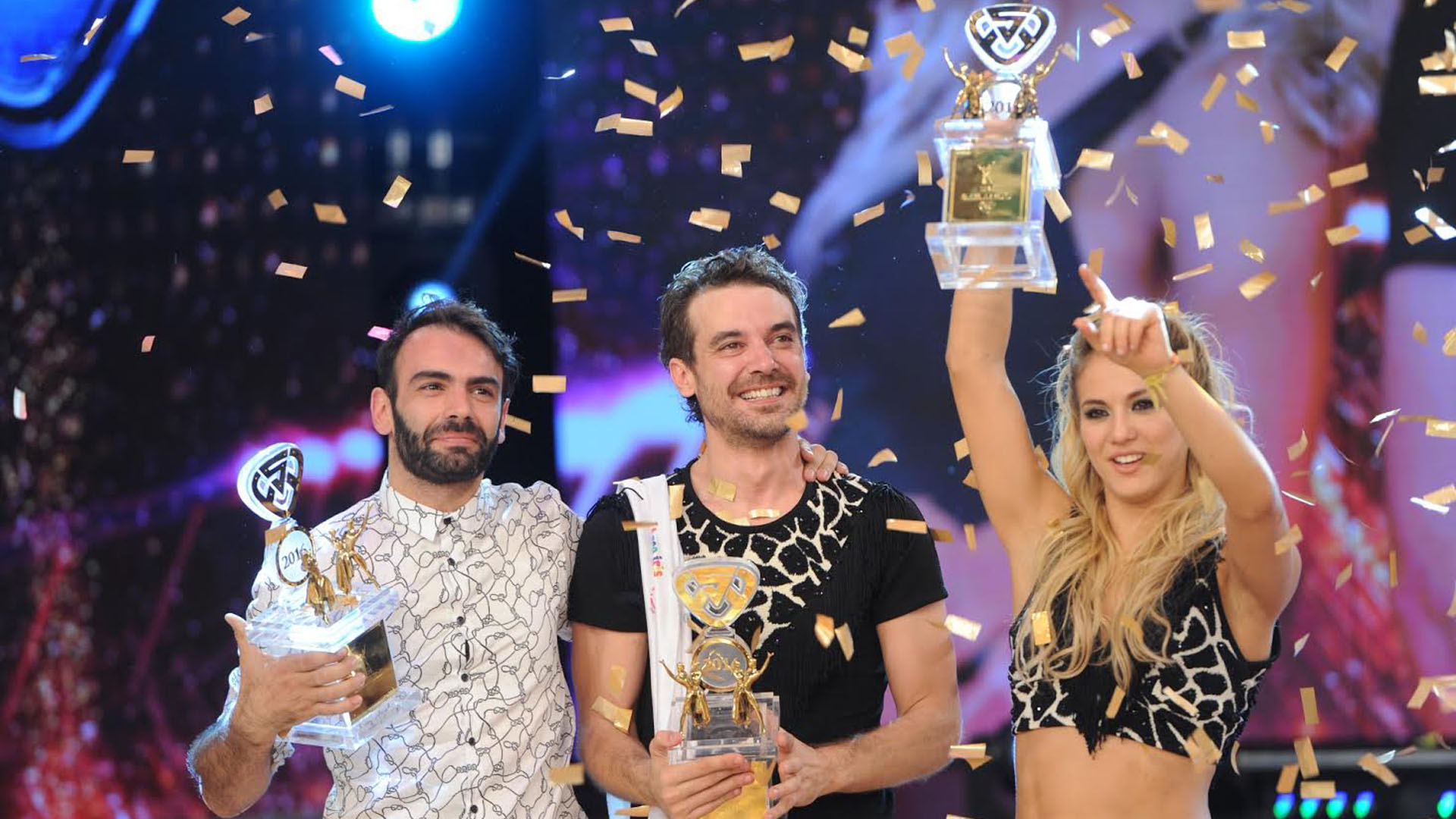 La bailarina junto al actor y ex productor de ShowMatch, cuando se alzaron con el título del Bailando el año pasado
