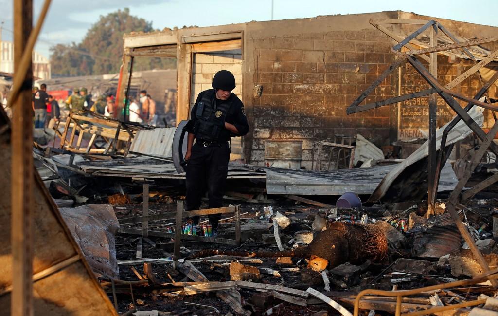 Aumenta a 34 el número de muertos tras explosión en Tultepec