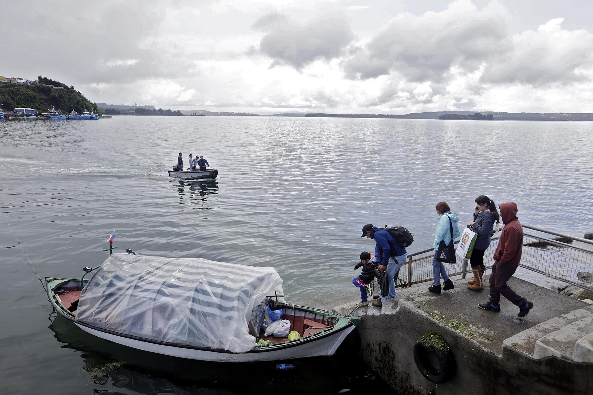 Así evacúan vecinos de Calbuco, cerca de Puerto Montt