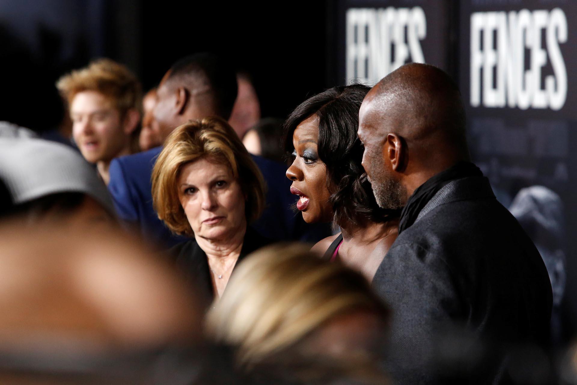 Viola Davis dialogando con la prensa