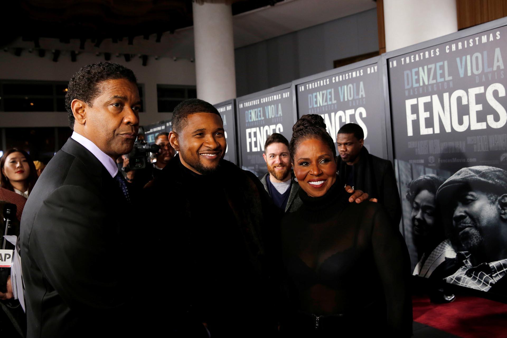 Denzel Washington y su esposa Pauletta junto al músico Usher