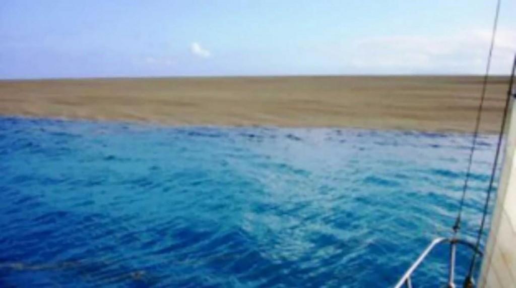 mix 5411 isla en el medio del oceano (1)