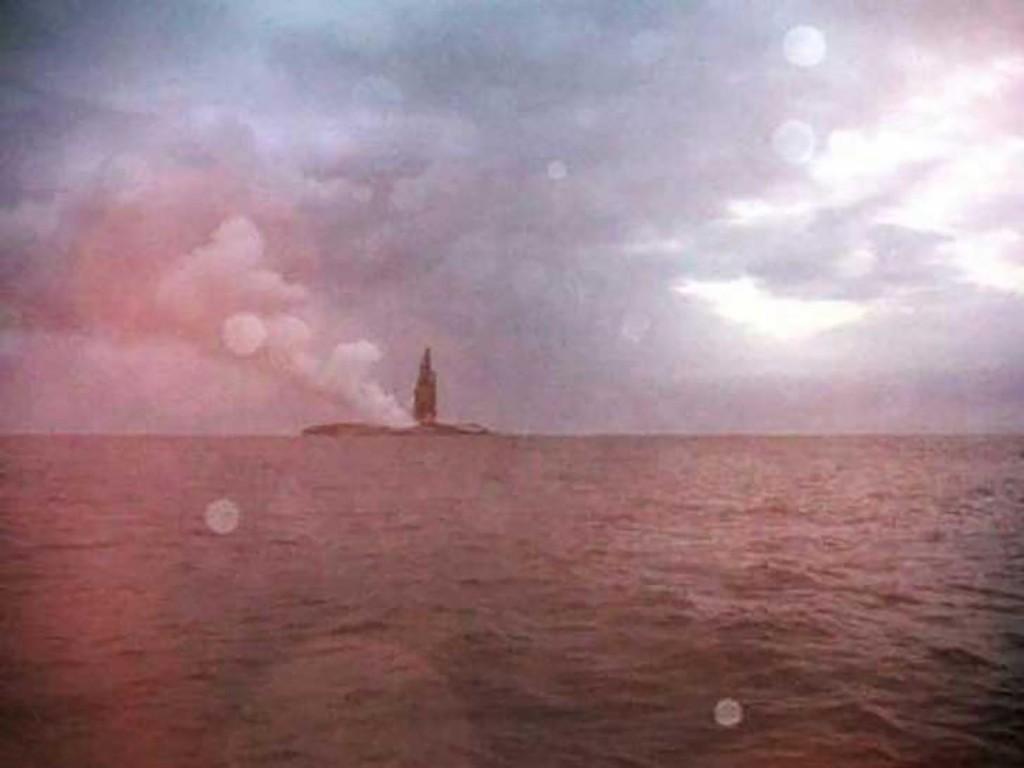 mix 5411 isla en el medio del oceano (15)